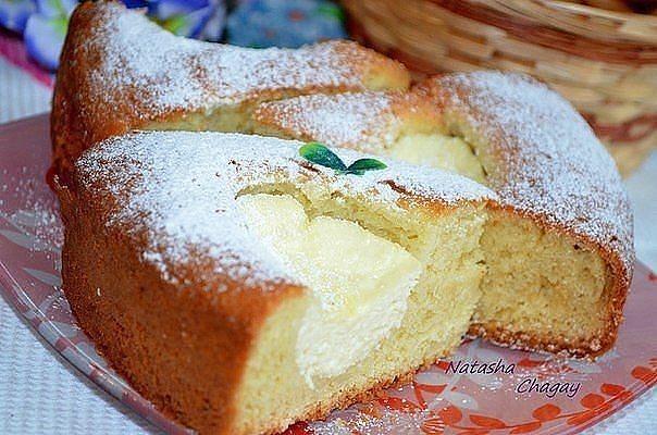 Творожные пироги часто делают сладкими с добавлением ягод, фруктов или мака.