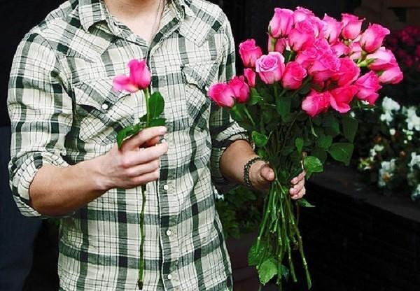 Цветы как девушке подарить незнакомой
