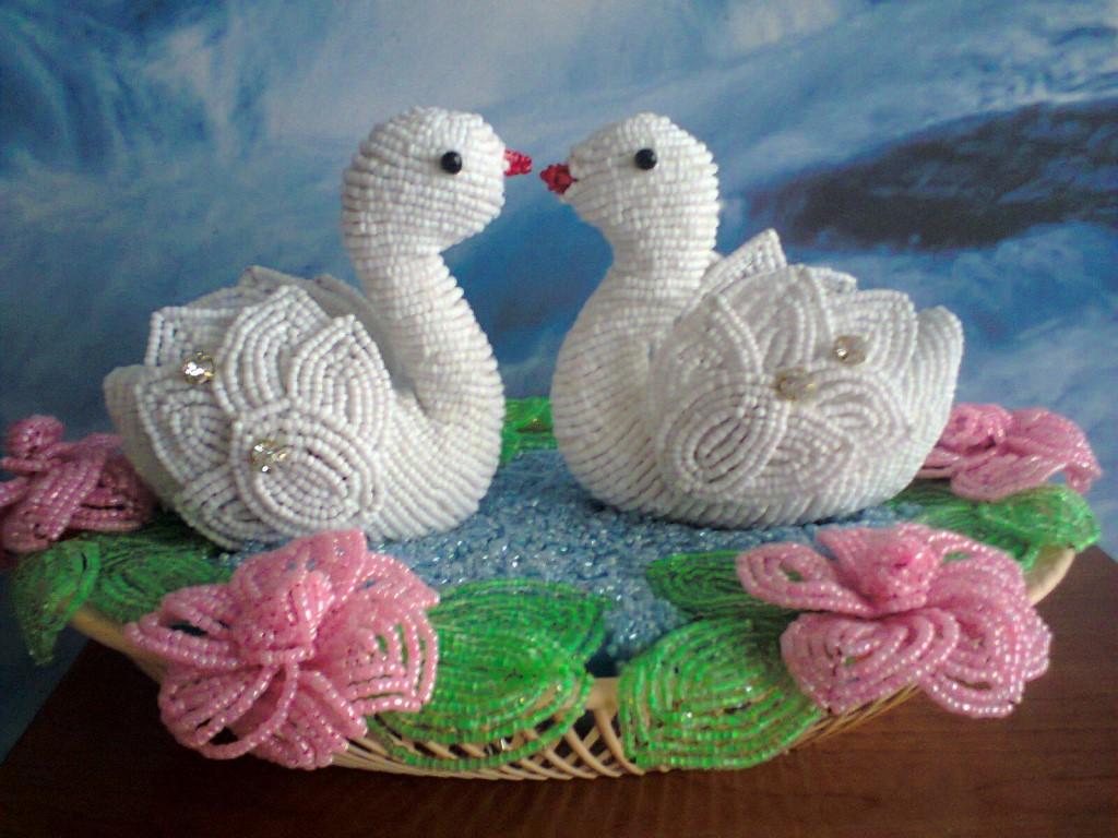 Лебеди из бисера как сделать