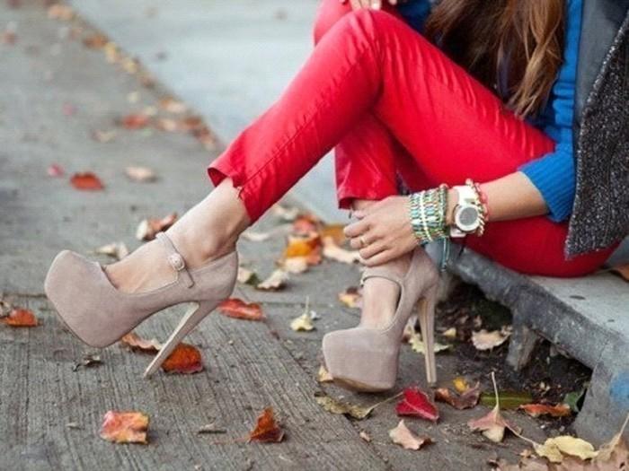 девушки топчут ногами-ющ1