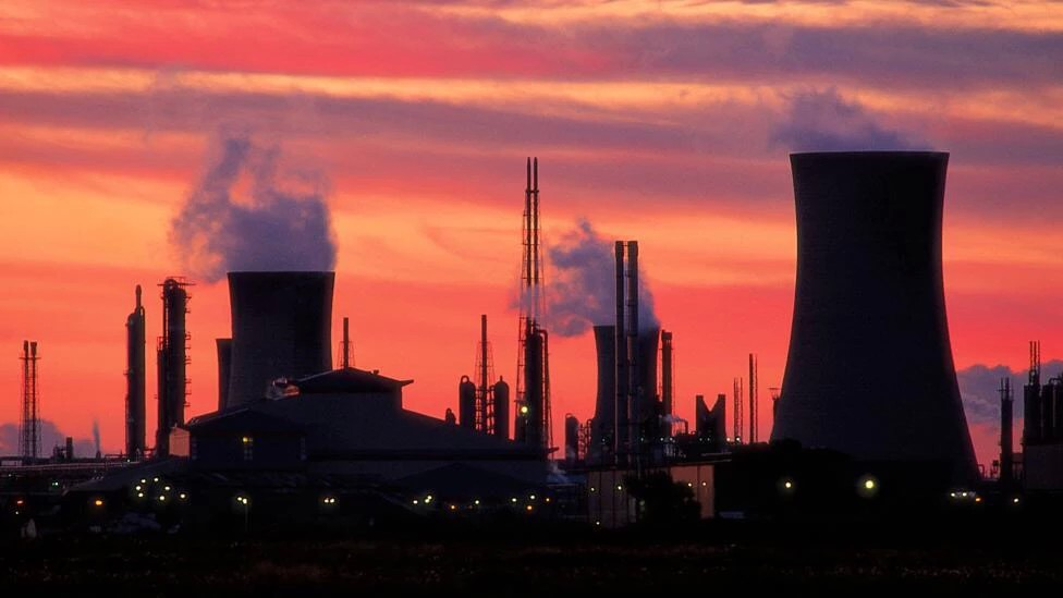 pollution global warming A video explaining the effects of greenhouse gases on our atmosphere and how this effect causes global warming also, it explains the effects of global.