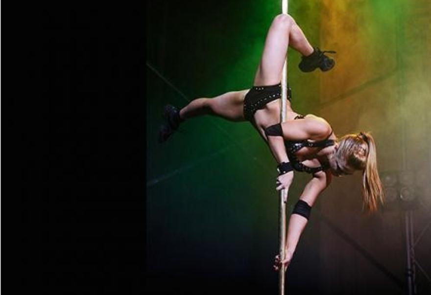 smotret-porno-so-striptizershami