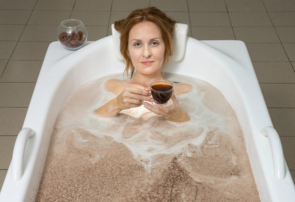 смотрю, картинки девушек принимающих шоколадные ванны трахает свою шлюшку