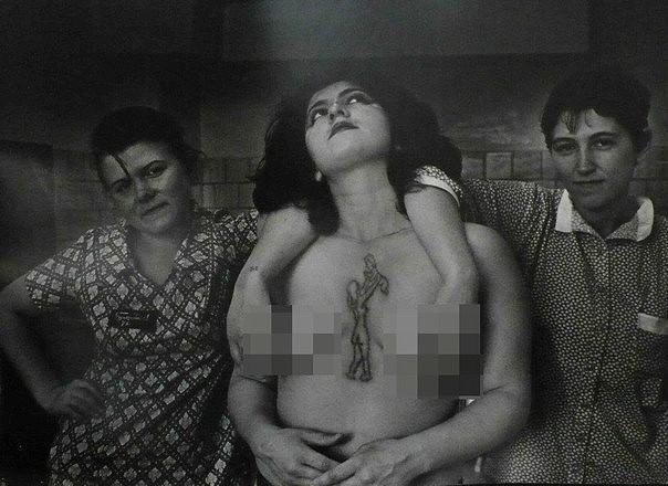seksualniy-pyanih-russkih-nevest-svadbe-v-derevne