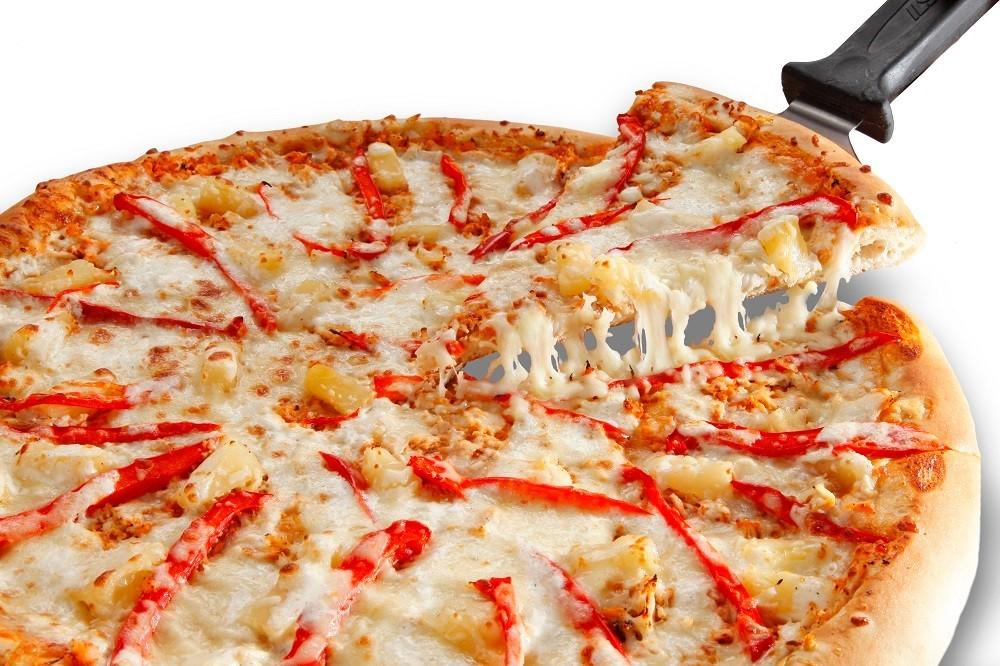 Поздравления мужчине с летием: можно сделать одну большую пиццу, только она не будет круглой тогда, нужно раскатать все тесто в прямоугольник на всю ширину противня.