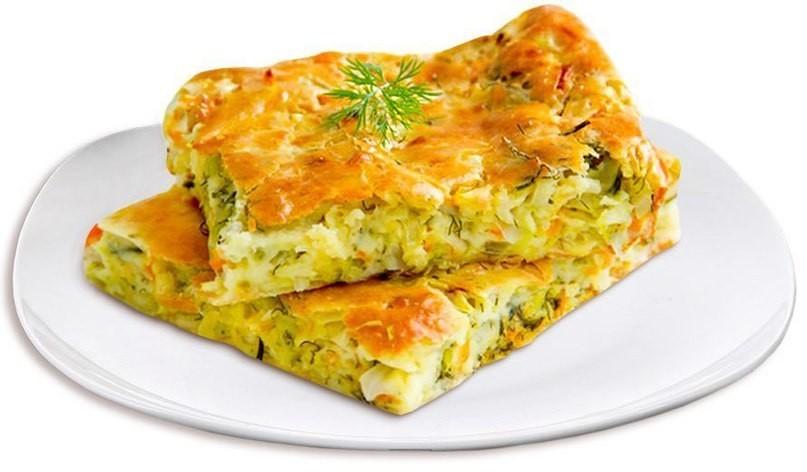 В начинку добавляют вареные яйца, картофель, репчатый лук, грибы, измельченную зелень, морковь, мясной фарш и другие ингредиенты.
