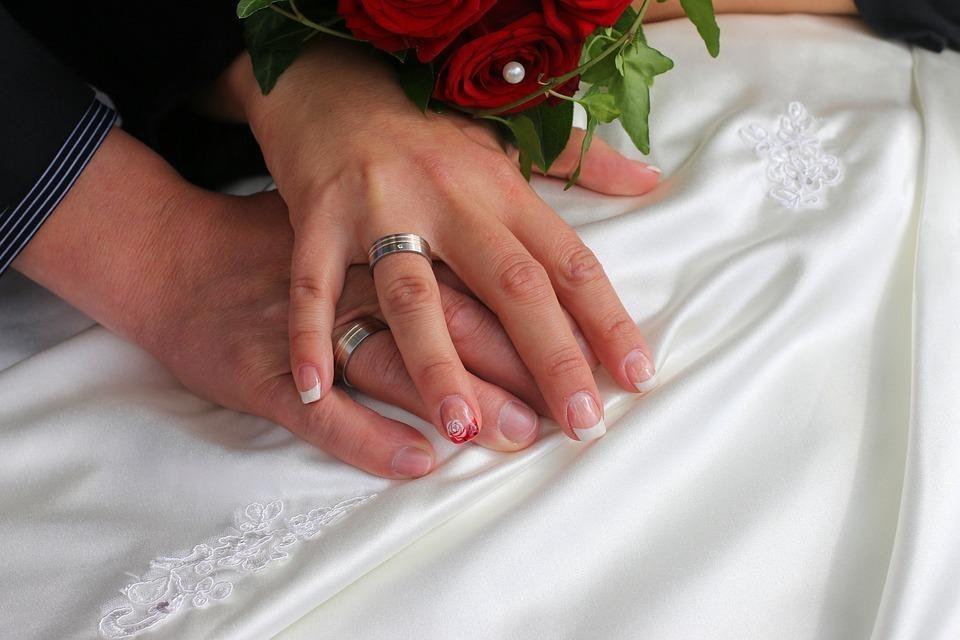 посмотреть приворот с обручальными кольцами чтоб муж пришел всемью