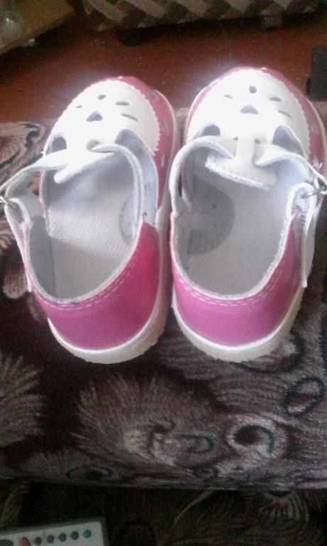 Продам детские сандали размер 12,5 новые на девочку