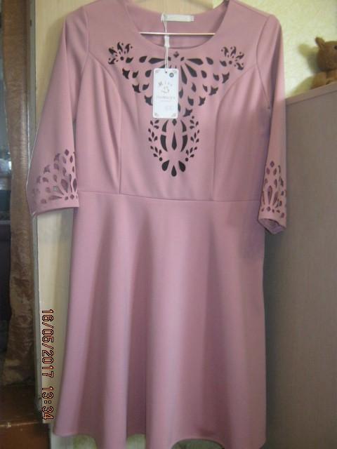 Продам платья  по 900 руб каждое , размер 46-48.