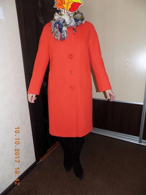 Продам женское пальто (весна/осень), прямого силуэта, оранжевого цвета, подойдет на размер 46-48-50.