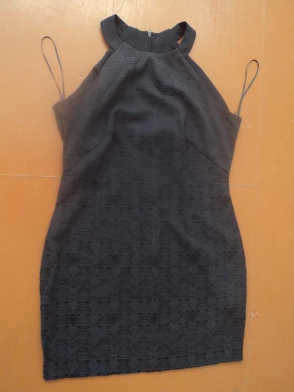 Продам женскую одежду 48 размера, цена за все вместе - 1500 рублей, каждая вещь по отдельности - 300 рублей.