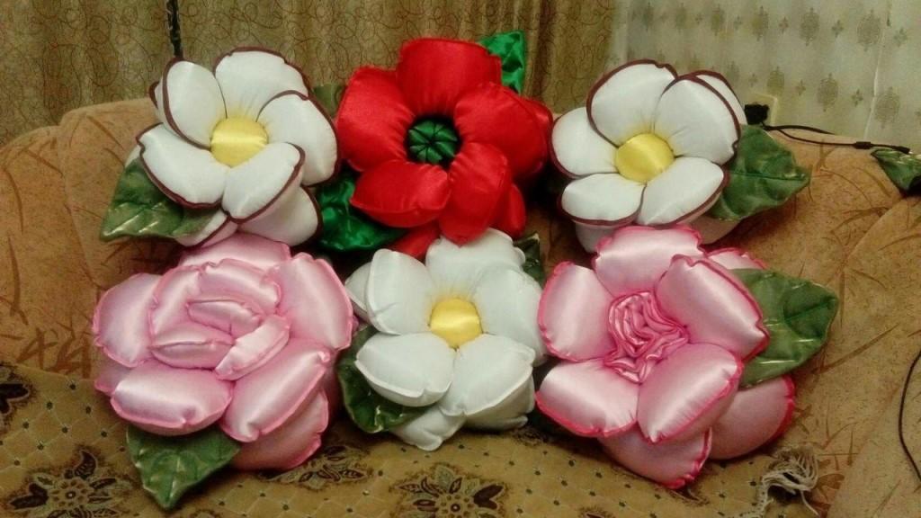 Шью на заказ декоративные подушки в форме цветка розы, буфы, и валики.