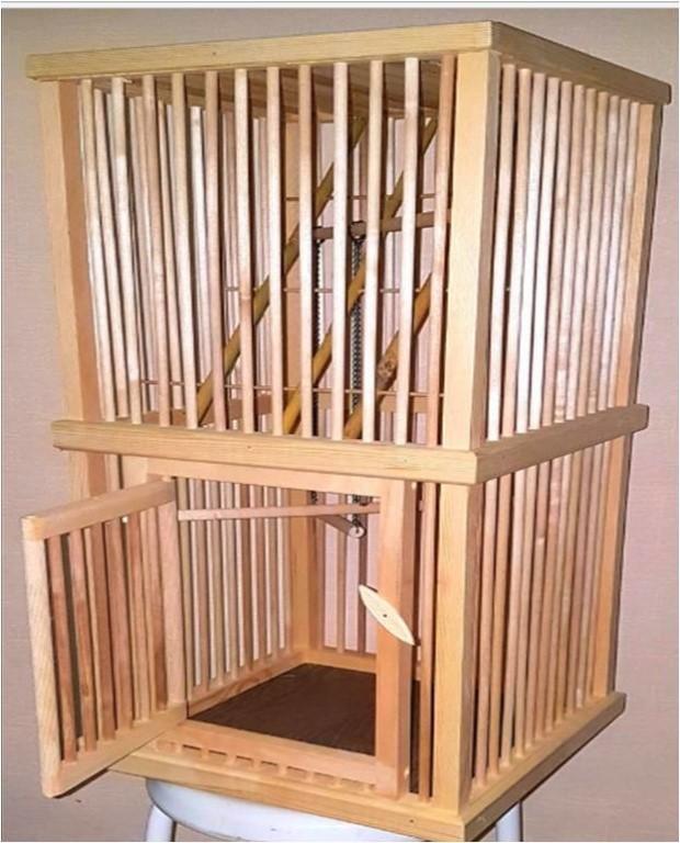Клетка для птиц из дерева, новая.