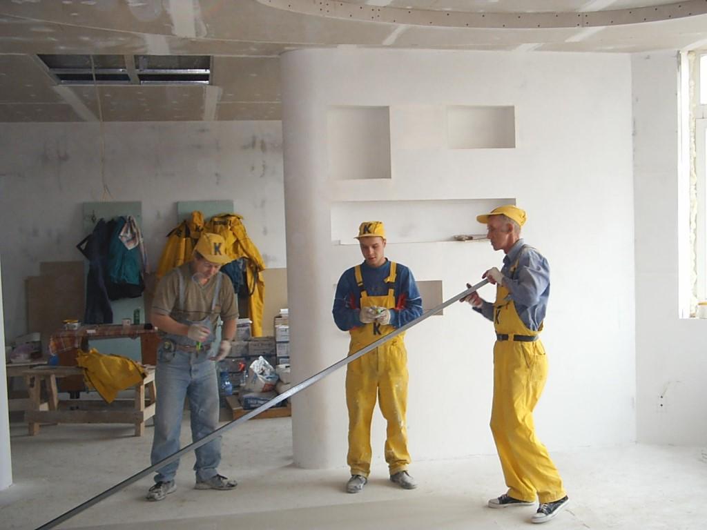 три рабочих